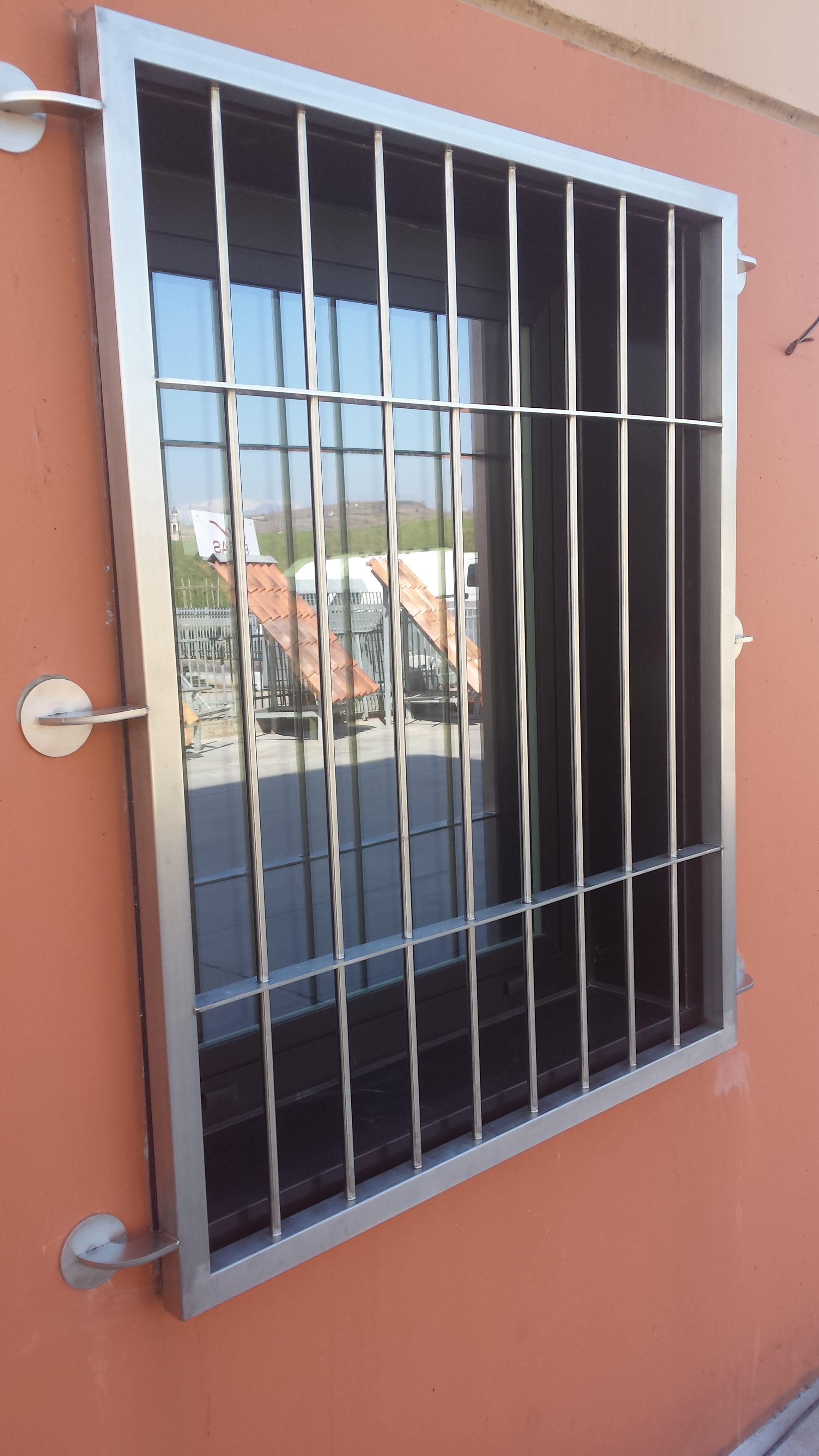 Inferriate per finestre e porte in ferro alluminio ferro for Inferriate a soffietto leroy merlin